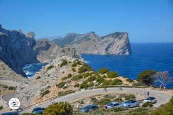 Blick auf die Serpentinenstraße unterhalb von Cap de Formentor